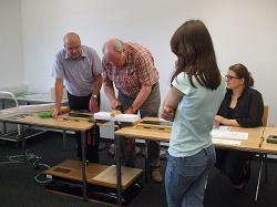 Wieviel kg Gewicht kann eine Br�cke aus 200g Papier tragen?